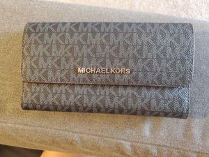 Michael Kors wallet for Sale in North Royalton, OH