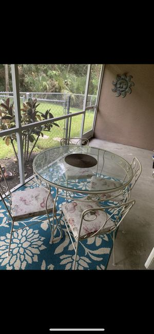 Iron patio furniture set for Sale in Venice, FL