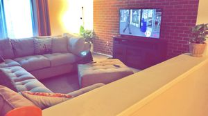 Cindy Crawford 3pc L. Sided sectional w. Ottoman for Sale in Roanoke, VA