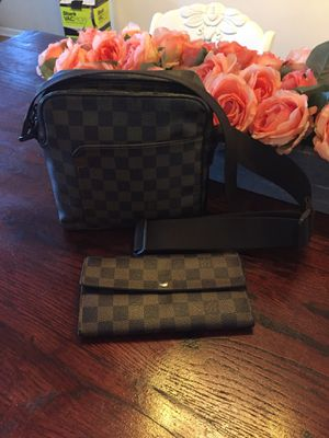 Aunthetic Louis Vuitton Damier Ebene Olaf shoulder bag and LV Damier Sarah wallet set for Sale in Virginia Beach, VA