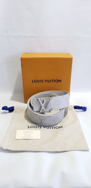 Authentic Louis Vuitton LV Initiales Reversible Belt Monogram Eclipse Taiga 40MM White for Sale in Las Vegas, NV