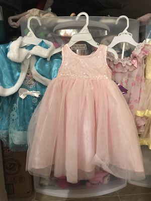 6 girl dresses size 2T like new. for Sale in San Diego, CA