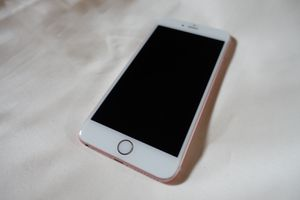 iPhone 6s Plus Rose Gold 64GIGS for Sale in Renton, WA