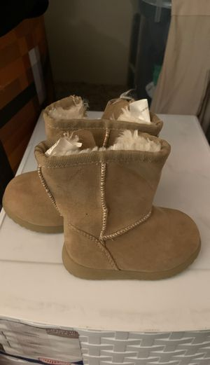 Size three girl boots for Sale in Tualatin, OR