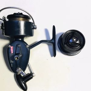 Vintage Fishing Reel ( MITCHELL 400) for Sale in Glendale Heights, IL