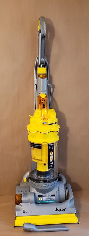 Dyson DC14 cyclonic bagless upright vacuum cleaner with attachments / Aspiradora for Sale in Chula Vista, CA