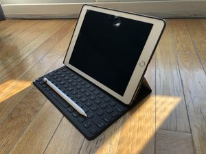 """iPad Pro 9.7"""" 128gb with Smart Keyboard, Apple Pencil and case for Sale in Tampa, FL"""