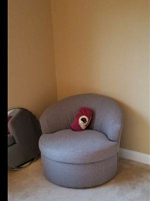Grey Swivel Chair for Sale in Fort Washington, MD