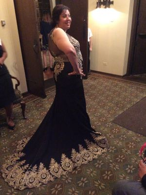 Black and gold gown for Sale in Aurora, IL