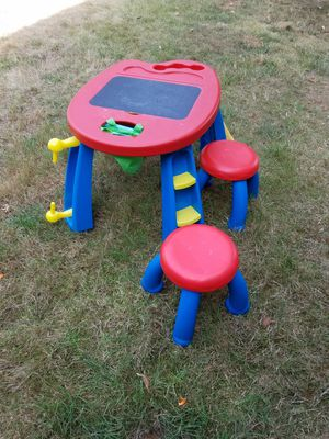 Crayola kids art table with 2 stools for Sale in Sherwood, OR