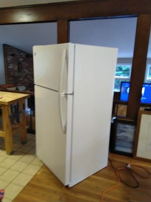 Kenmore Model 253.68802015 18 CuFt Clean!! for Sale in Burlington, MA