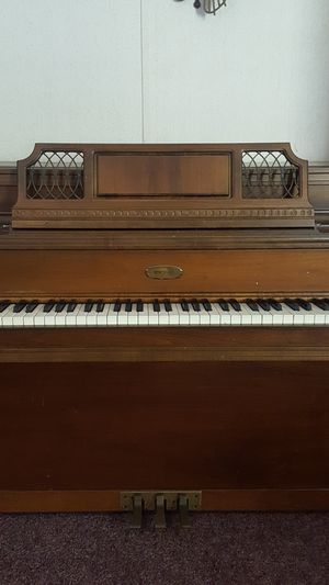🌺 Lowrey Piano for Sale in Dillwyn, VA