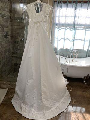Wedding Dress Never Worn SZ 6-8 for Sale in Stockbridge, GA
