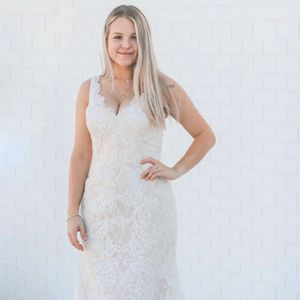 Olec Cassini Wedding Dress for Sale in Winter Haven, FL