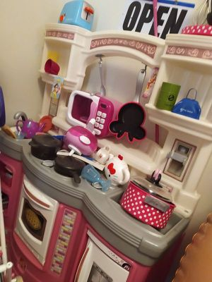Excellent Doll toys for your daughter for Sale in Woodbridge, VA