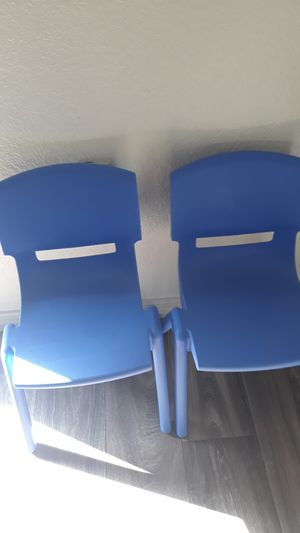 2 toddler/kid chairs in plastic for Sale in Phoenix, AZ