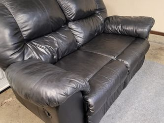 Excellent Black Leather Recliner Couch for Sale in Renton,  WA