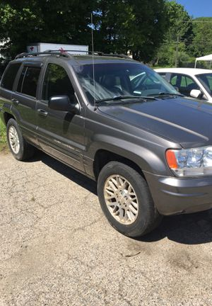 Jeep Avila wheels and tires from 04 grand Cherokee for Sale in Danbury, CT