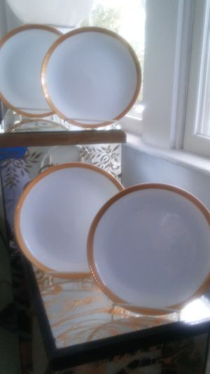 Noritake Crestwood Gold Dinner Platers for Sale in Portsmouth, VA