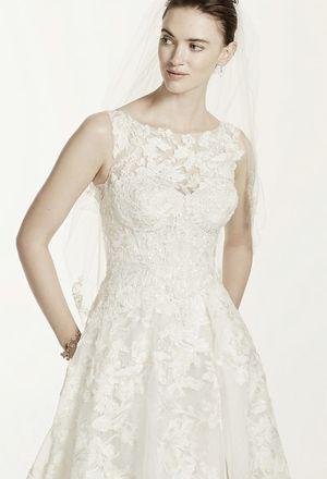 Oleg Cassini Wedding dress NOW $300 for Sale in Tempe, AZ