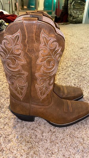Cowgirl boots for Sale in Boynton Beach, FL