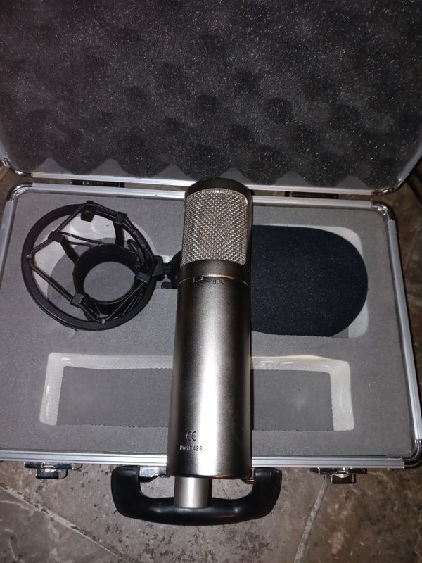studio projects professional microphone with case and accessories
