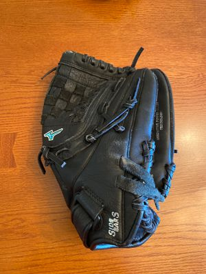 Mizuno girl's softball glove for Sale in Indianapolis, IN