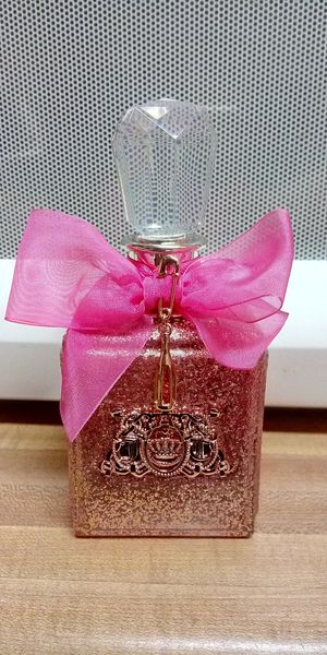 Viva la juicy perfume 3,4oz for Sale in Las Vegas, NV