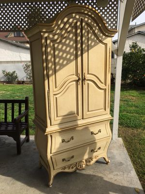 Beautiful antique armoire for Sale in Los Angeles, CA