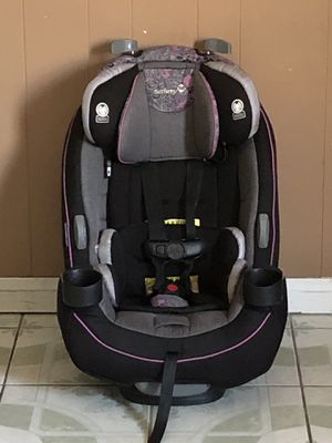 ALLMOST NEW SAFERY FIRST CONVERTIBLE CAR SEAT for Sale in Riverside, CA