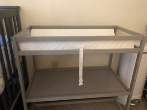 Like new changing table w/ pad for Sale in Nashville, TN