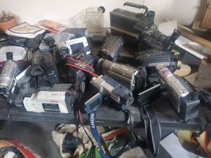 11 old video cameras (make an offer) for Sale in Anamosa, IA