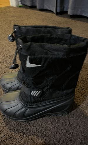 Little kid size 13 snow boots for Sale in Carson, CA