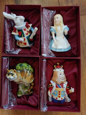 Alice In Wonderland Glass Figure Collectibles in box deal ! for Sale in Pinellas Park, FL