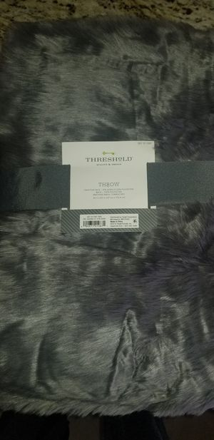 Threshold faux fur throw blanket for Sale in Phoenix, AZ