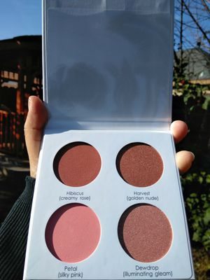 ( FOR ALL SKIN TYPES ) SERAPHINE BOTANICALS HAPPY HISBISCUS NATURAL BLUSH PALETTE ➖ ORIGINALLY RETAILS; $45 for Sale in Stockton, CA
