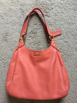 Coach coral all leather purse. Mint condition for Sale in Columbus, OH