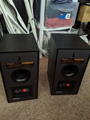 Klipsch R-41M Powerful detailed Bookshelf Home Speaker Set of 2 Black for Sale in Norfolk, VA