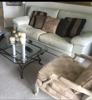 🔥 FREE 🔥 white leather coucH (Pillows not included) for Sale in HALNDLE BCH, FL