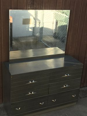 Dresser and 6 drawers with mirror for Sale in Oakland, CA
