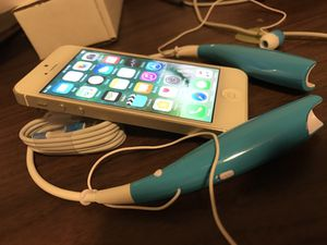 IPhone 5 Factory Unlocked almost new including Bluetooth for Sale in Denver, CO
