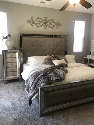 Mirrored bedroom set modern glam king size set for Sale in Clovis, CA