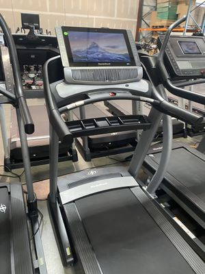 """NordicTrack Commercial 2950 Treadmill with 22""""'screen for Sale in Peoria, AZ"""