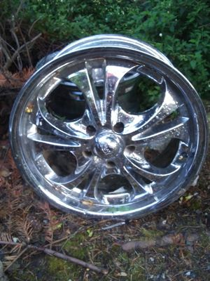 Boss motor sports 18×8 inch ... 5 lug 4.75 ...chrome rims for Sale in Everett, WA
