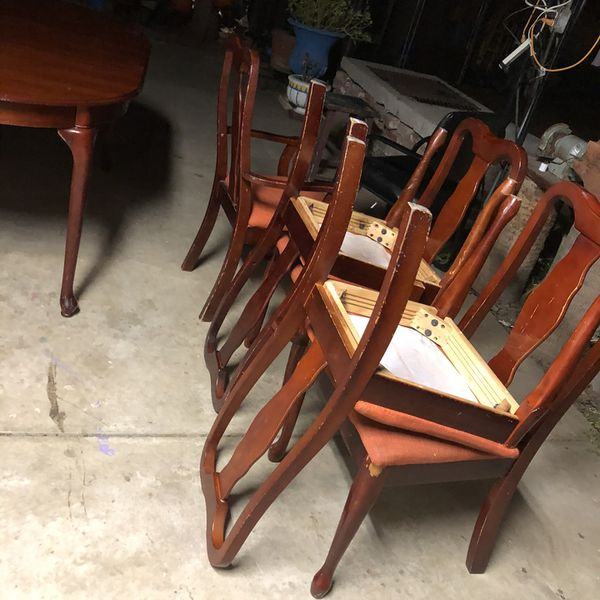 Dinning Table $80