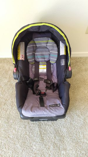 Graco - 1 year old Car seat with base Snugride 30 Click connect for Sale in Hillsboro, OR