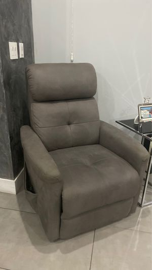 Reclining & Standing Up Recliner (very good condition) for Sale in Burbank, CA