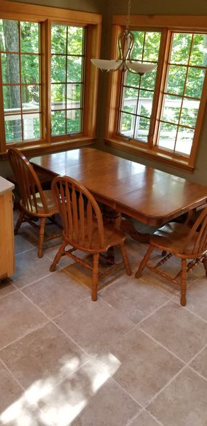 Oak Kitchen Table w 2xbenches and 3x chairs for Sale in Brownsburg, IN