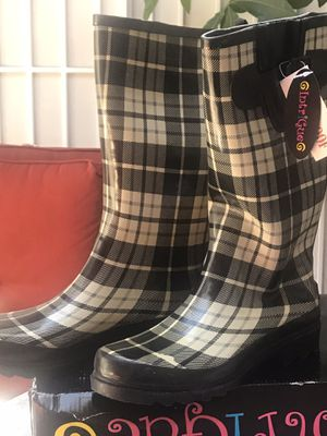 INTRIGUE WATERPROOF RAIN BOOTS SIZE9 for Sale in West Covina, CA