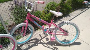 2 bikes for girls the wheel is 20 inches for Sale in Dearborn, MI
